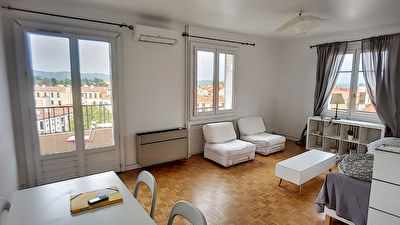 appartement a louer aix en provence aixty. Black Bedroom Furniture Sets. Home Design Ideas